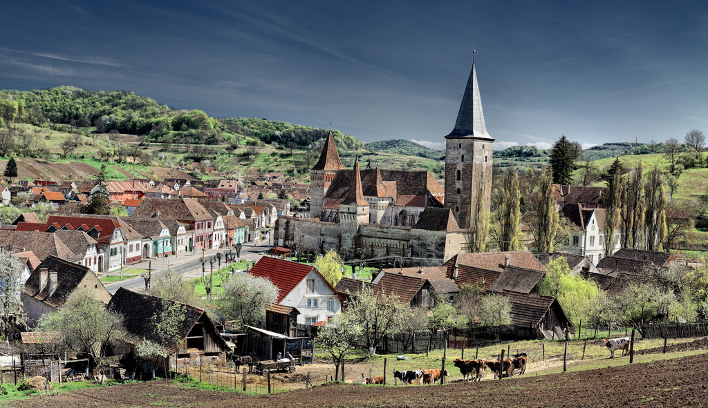 The picturesque Transylvanian Saxon village of Meschen (Romanian: Moșna) from Kreis Hermannstadt (Sibiu county), southern Transylvania. Image source: www.reversehomesickness.com