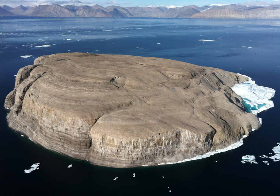 Elevated view of the Hans Island, with Ellesmere Island in the background. Image source: www.wikipedia.org