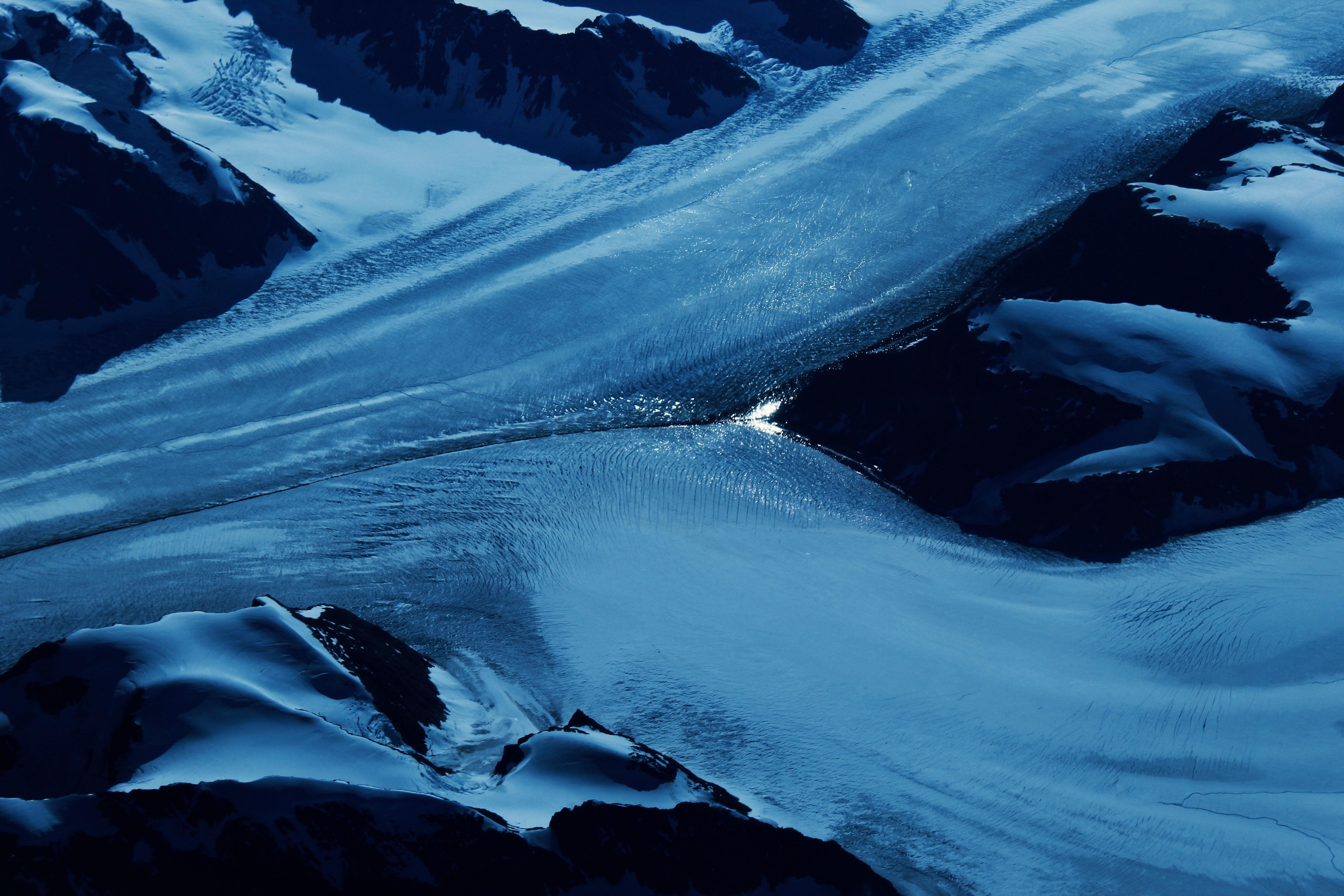 A photograph depicting a quite common frozen Greenlandic landscape.