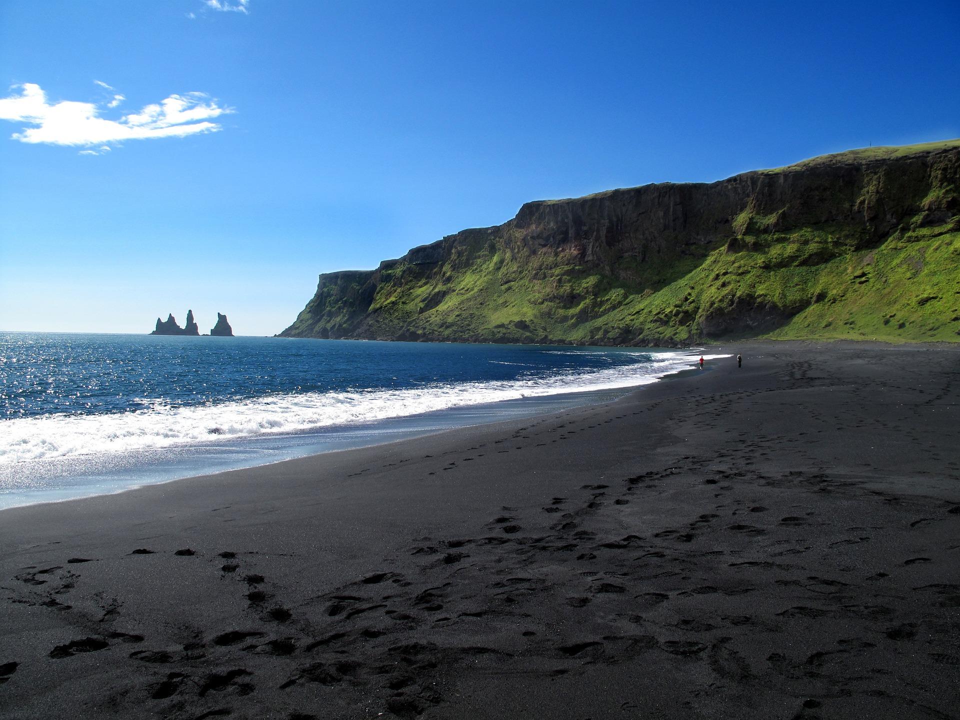 Photograph of the beach near Vík í Mýrdal, the southernmost village of Iceland